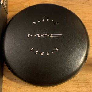 MAC Cosmetics Makeup - Mac beauty powder